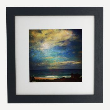 BlueSkyDreaming-BalloonFestival-framed-wall-art-photography-art-black-frame